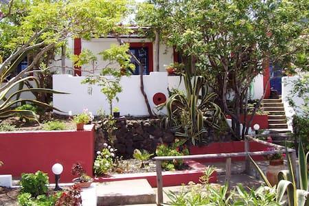 Gelso 5 a 200 m baia Punta Scario  - Malfa - Huis