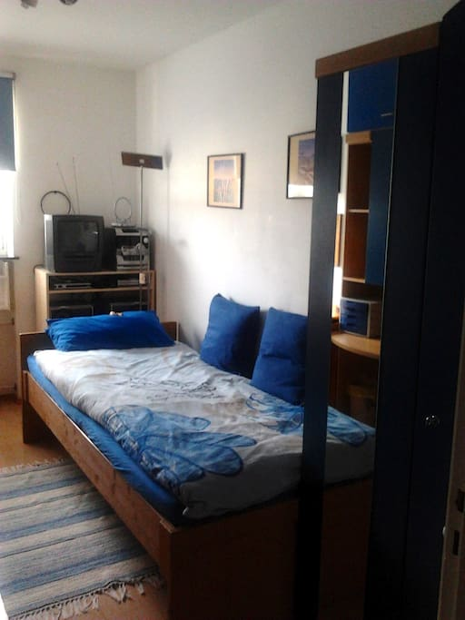 Your room - the bed measures 2.20 m x 1.00 m