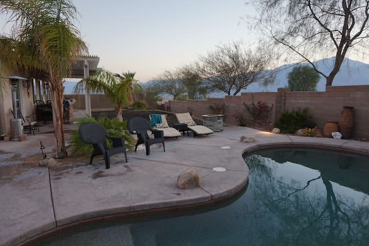 4/2.5 Desert haven with great views/pool/spa await