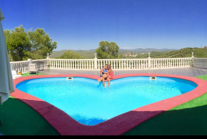 BEAUTIFUL HOUSE NEAR SITGES IN BARCELONA SPAIN