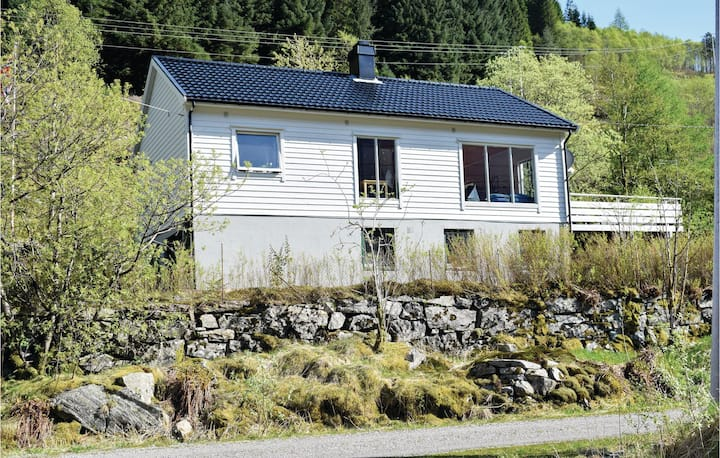 Awesome home in Eivindvik with 4 Bedrooms