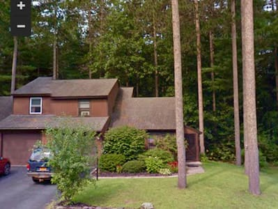 Pet friendly townhouse in sweet neighborhood - Ballston Spa