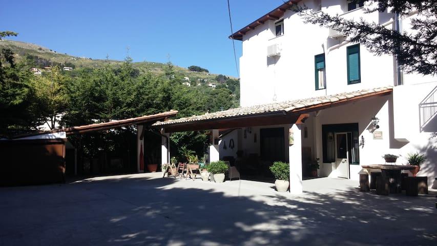 B&B NEL BORGO più BELLO D'ITALIA Cam Familiare N.3 - Sambuca di Sicilia - Bed & Breakfast