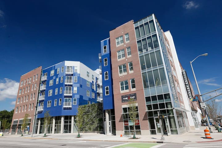 Amazing 1 bd in the heart of Indy!