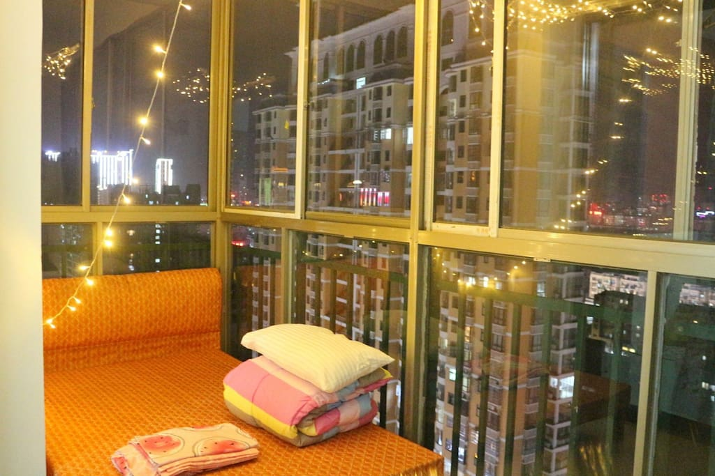阳台夜景房