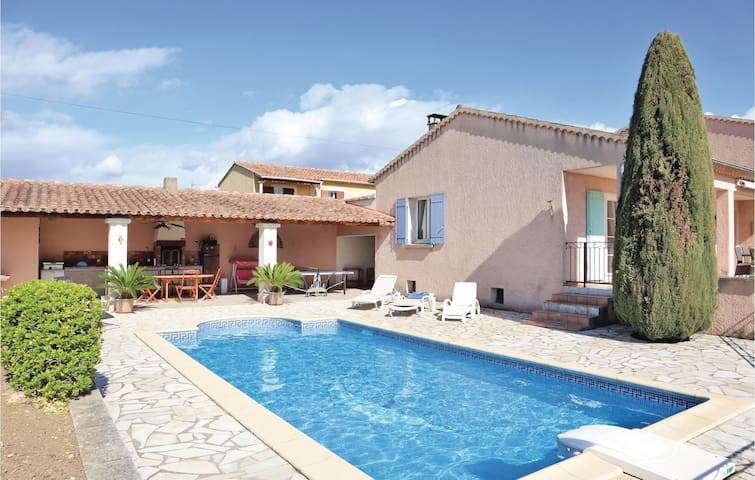 Holiday cottage with 4 bedrooms on 140m² in Valreas