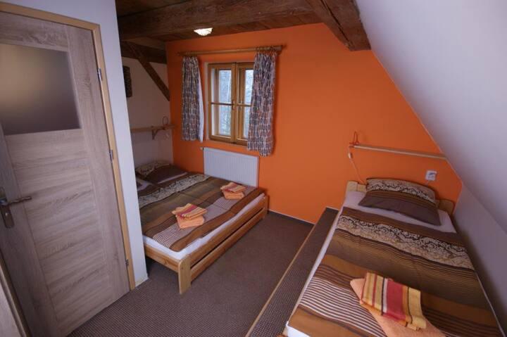 Oranžový pokoj penzion PIŠLIKDUM