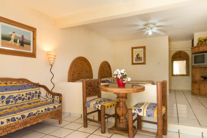 Fully furnished, maid, quiet, centr - Cabo San Lucas - Apartamento