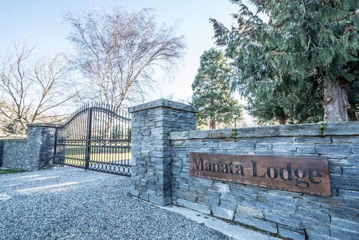Manata Lodge