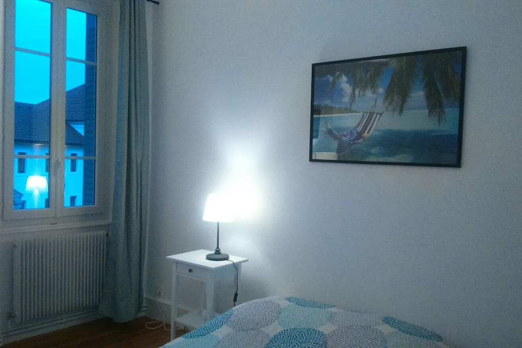 Chambre dans bel appartement apartments for rent in for Translate chambre