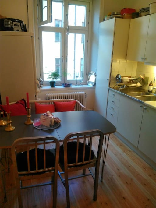 Kitchen w place for four persons