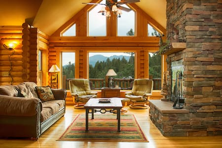 Luxury Log Cabin w/Pikes Peak Views for families - 伍德兰公园(Woodland Park) - 独立屋
