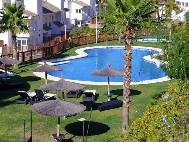 Alcaidesa Golf Appartement + WIFI+ 2 Parking+ 3 TV - La Alcaidesa - Kondominium