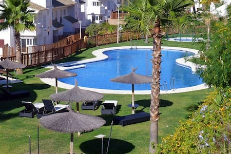 Alcaidesa Golf Appartement + WIFI+ 2 Parking+ 3 TV - La Alcaidesa - Departamento