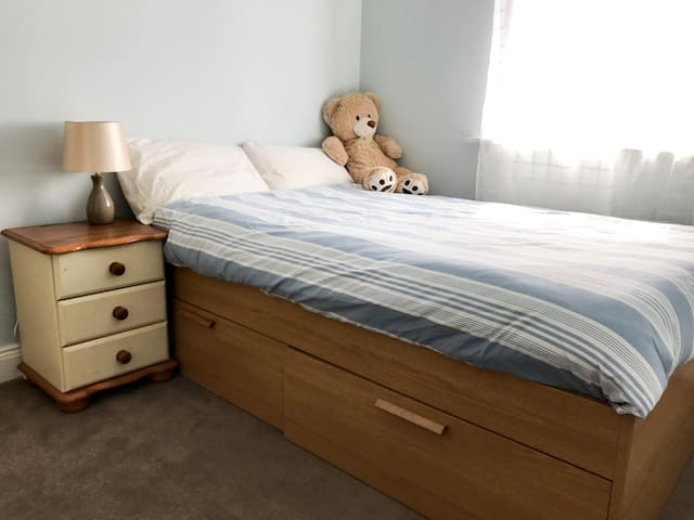 Clean,  Bright Double Room in Athy