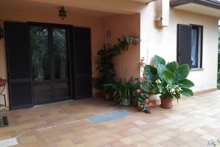 Villa Denis...relax, natura e sport!!! - Huvila
