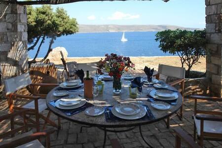 Villa on the Cape in Sounio with direct sea access