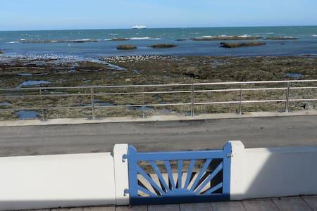 Maison confortable en bord de mer - Urville-Nacqueville - Haus