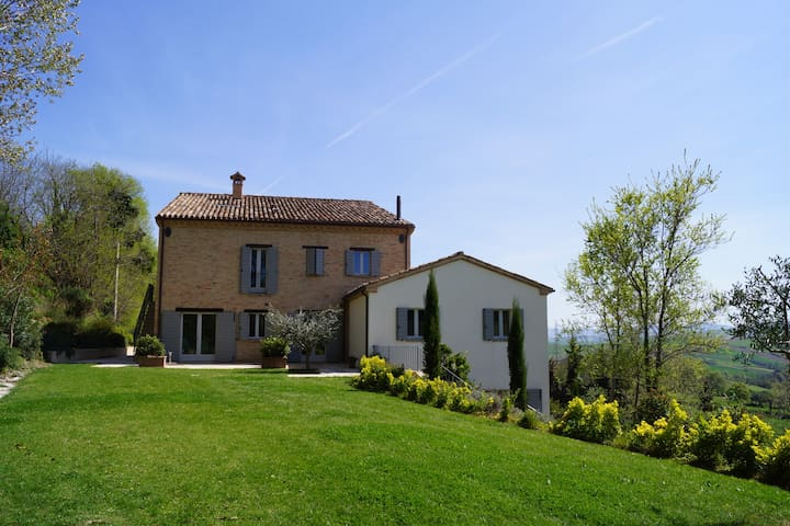 Luxurious apartement in La Giravolta Country House - Barchi - Apartamento