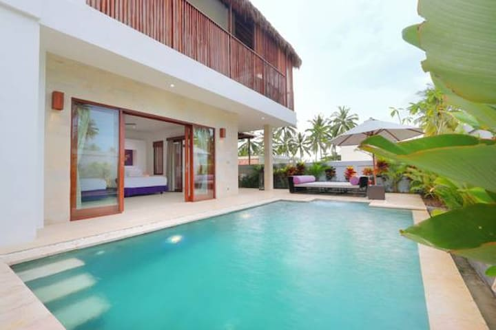 Villa Beach Front with Private Pool