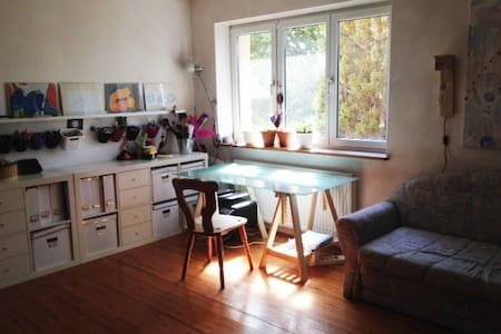 Cosy art-studio with garden and free food - München - Bed & Breakfast