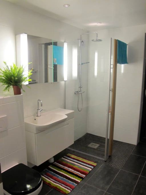 Bathroom with shower and washing machine and dryer