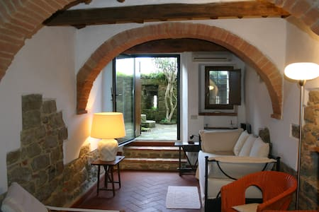 Cosy Town House in Tuscany - モンテサンサヴィーノ - 一軒家