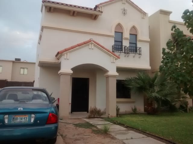 CASA EN FRACCIONAMIENTO PRIVADO - Mexicali - Haus