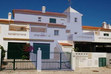 Moradia com terraços e garagem - Altura - House