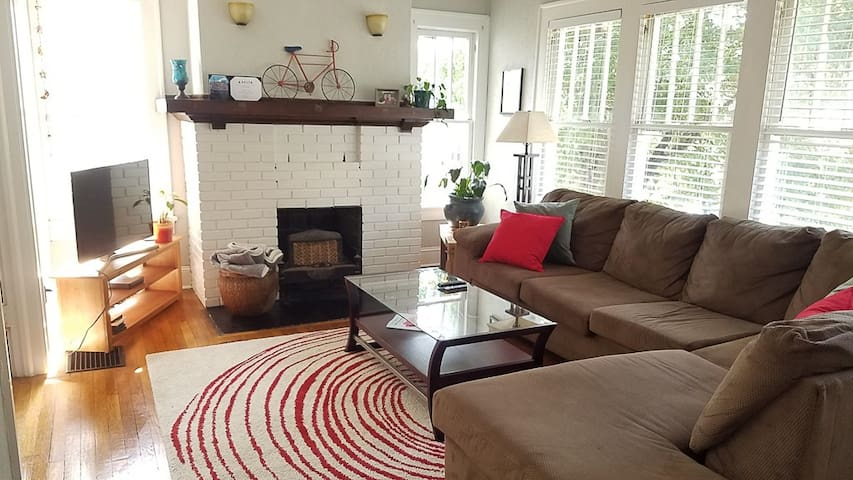 Adorable cozy bungalow on the beltline!