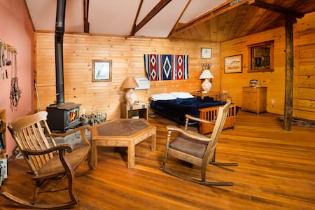 Retreat to Buffalo Creek Valley Bunkhouse
