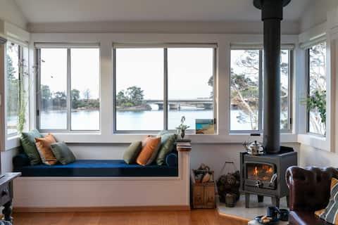 Blythe River Boathouse - Luxury Waterfront Shack
