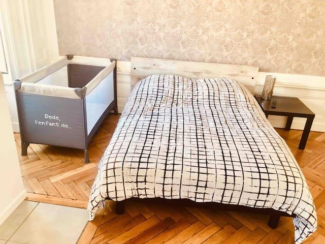 Possibilité de rajouter un lit pour bébé ( voir condition )