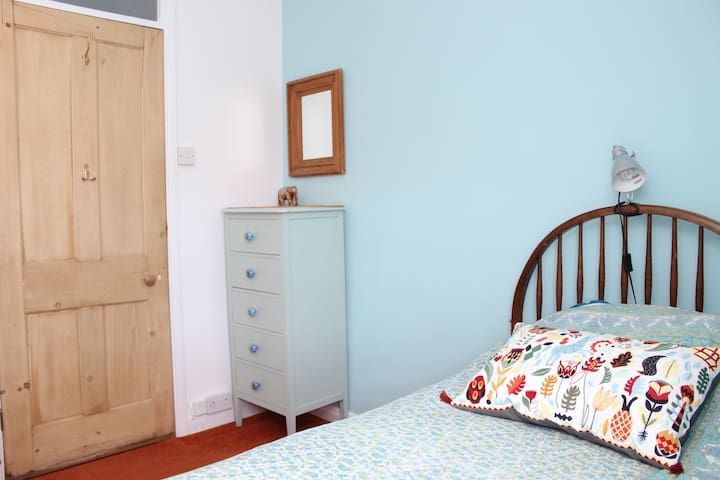 Cosy single room with a view - Frome - Bed & Breakfast