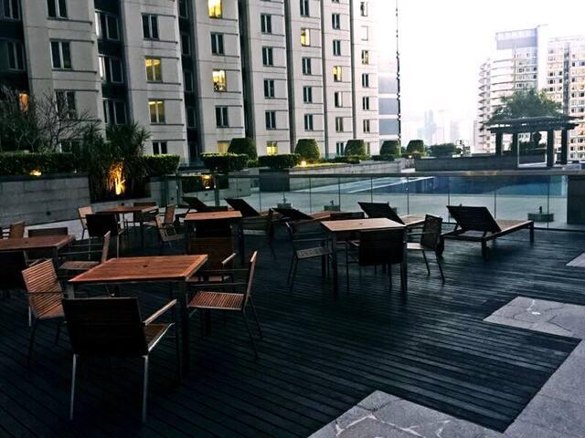 酒店公寓小房間短租shared flat only with female