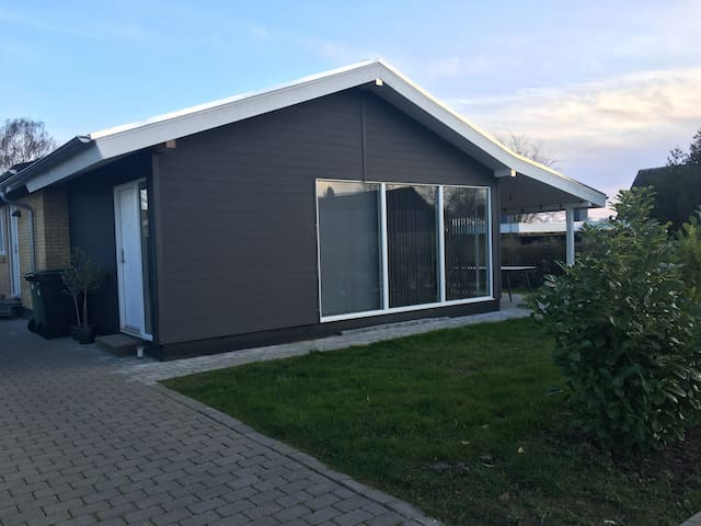 Bolig 13 km fra Aarhus C. i roligt villakvarter.
