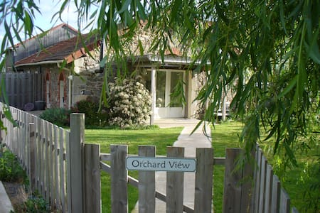Wisdom Gites - Orchard View Gite - for 2 people