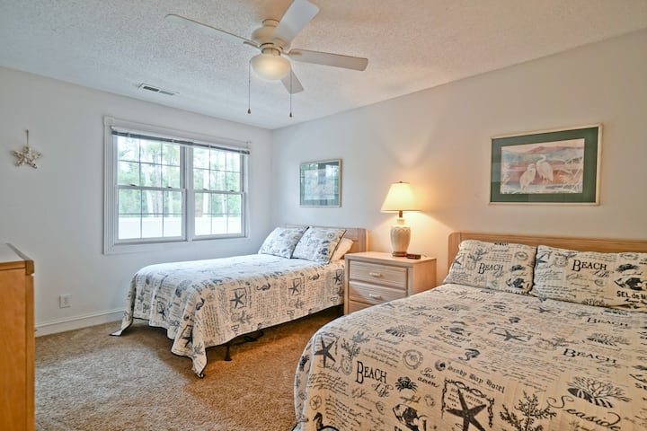 Whole Condo, Sleeps 4, Great for family getaways