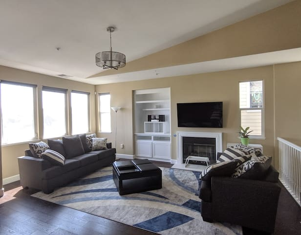 Luxury living, panoramic view, 2500SQ, 15min to SF