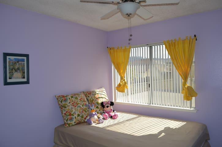Upstairs Private Room 102 In Walnut - Walnut - Bed & Breakfast