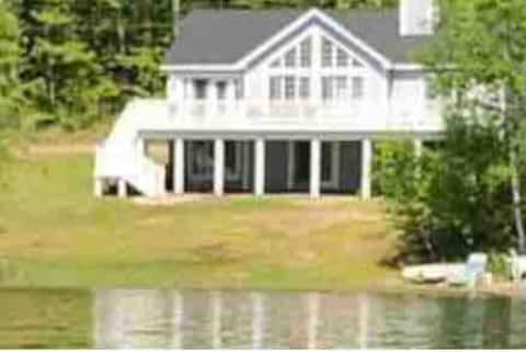 Belleau Lake Home, Super Clean By Professional Co.