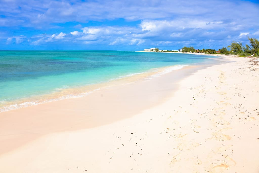 Miles of empty beaches, all they need is you! This is our beach, our Turksbeachsidebungalow is off to your right.