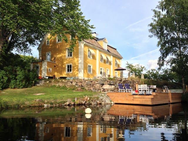2 bed rooms, living room, sep bath  - Katrineholm