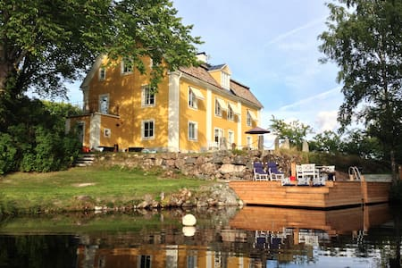 2 bed rooms, living room, sep bath  - Katrineholm - Bed & Breakfast
