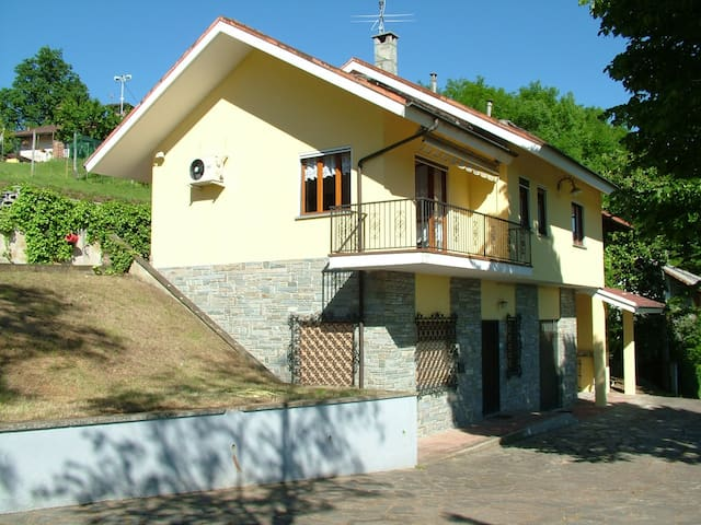 Villa with lovely view-countryside - Bagnasco - Дом