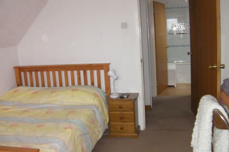 South facing cosy double bedroom  - Bed & Breakfast