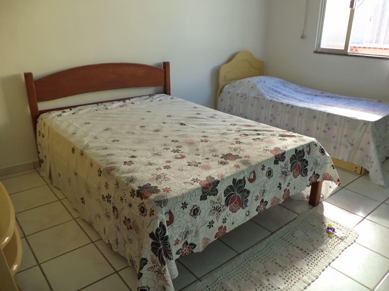 1 cama de casal + 1 bicama