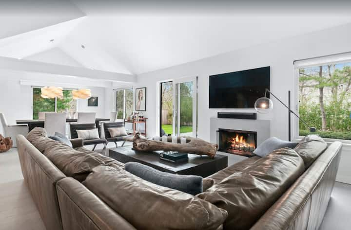 Chic, designer home in the heart of East Hampton!