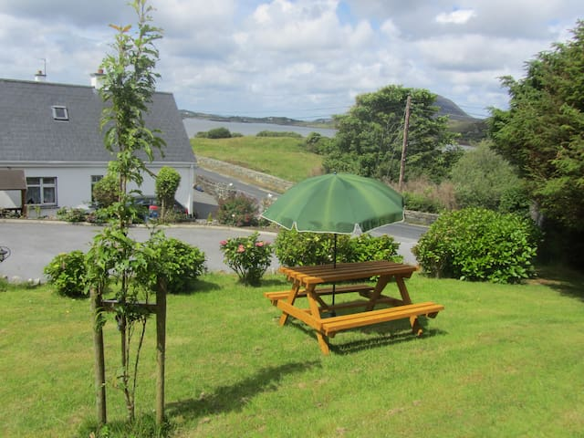 Montbretia-Connemara National Park - Letterfrack - Apartment