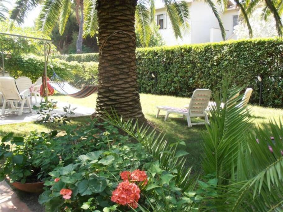 Dopo una giornata al mare, un pò di relax in giardino!